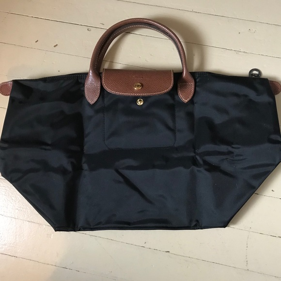 Longchamp Handbags - Large Nylon Black Longchamp Le Pliage Bag b4b8fb916af2a